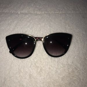 URBAN OUTFITTERS  BLACK CAT EYE SUNGLASSES
